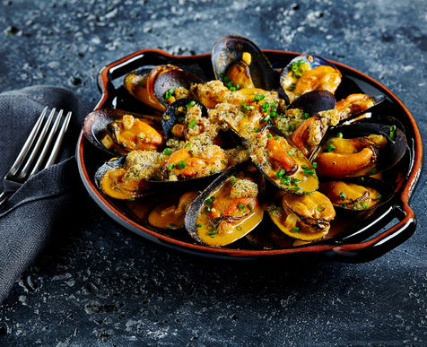 Mussels Au Gratin with Pimento Sauce